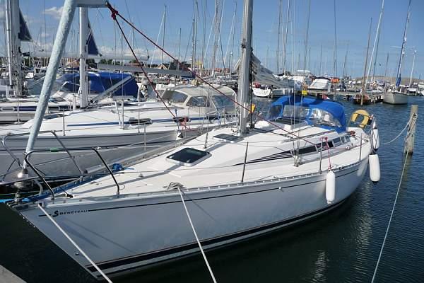 http://www.scancharter.com/wp-content/uploads/boats/9708_FIRST375Rudi1-5[1].jpg